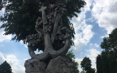 Zabytkowe nagrobki błońskiego cmentarza Parafii Św. Trójcy